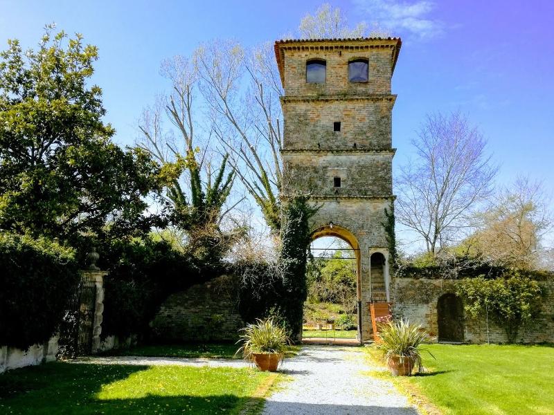 Villa Roberti, Torre Medievale
